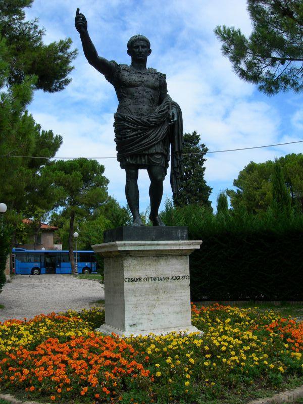 Nuestro emperador favorito, en Fano. Foto de Antonio Manfredonio