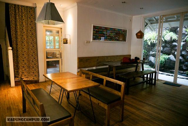 saudagar kopi bintaro non smoking seating area - kadungcampur