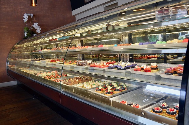 plate petal pastry display