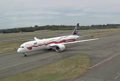 LOT Polish Airlines Boeing 787-9 Dreamliner SP-LSC Proud of Polands In