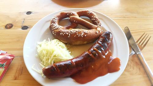 Fried sausage with pretzel & cole slaw / Bratwurst mit Bretzel & Krautsalat