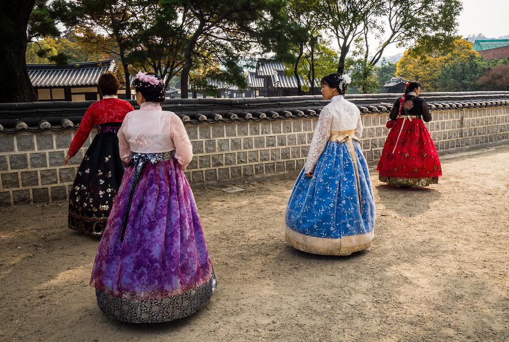Hanbok in Hanok