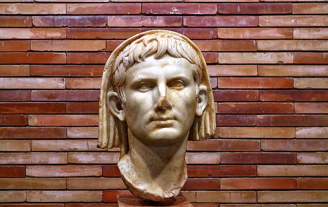 Augustus, Imperator, Pontifex Maximus  / Augusto, Emperador, Pontífice Máximo