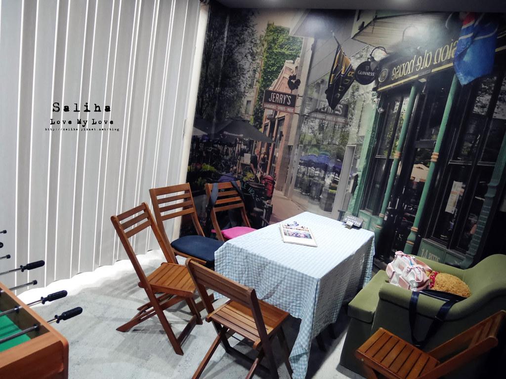 台北捷運公館台電大樓站附近中央公園咖啡館六人行場景 (1)