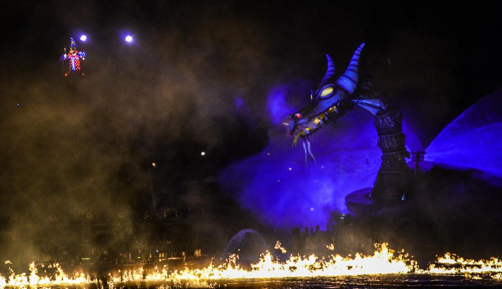 Mickey and dragon Fantasmic! TDS
