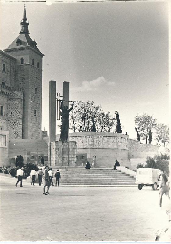 Monumento al Ángel del Alcázar en 1962. Fotografía de Julián C.T.