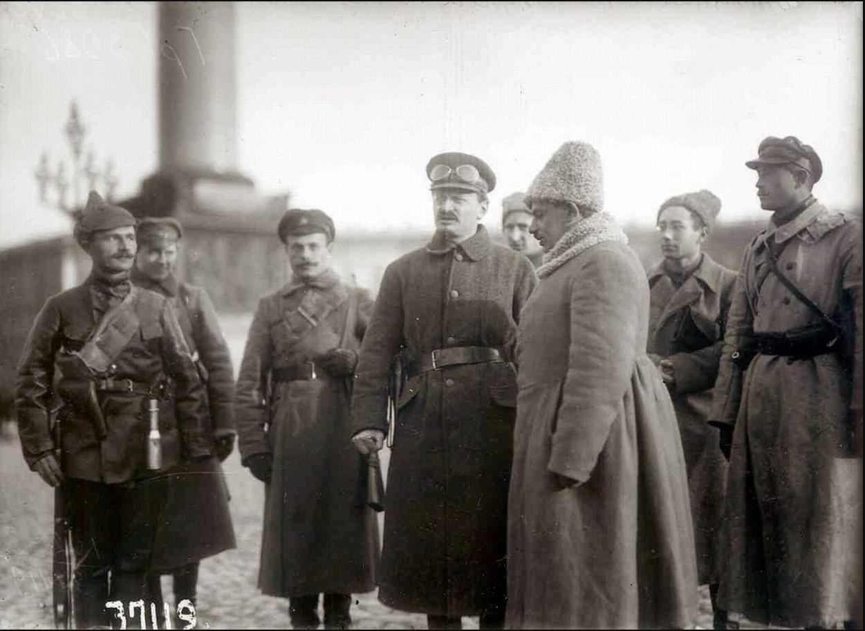 Председатель Реввоенсовета Л. Д. Троцкий в дни наступления Юденича на Петроград