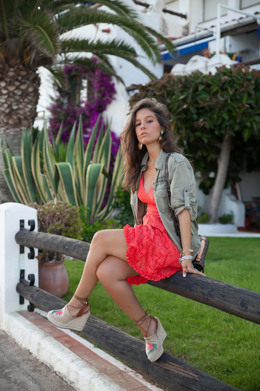04_como_combinar_vestido_coral_highlypreppy_theguestgirl_influencer_barcelona