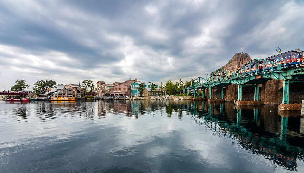 TDS American Waterfront water with reflection