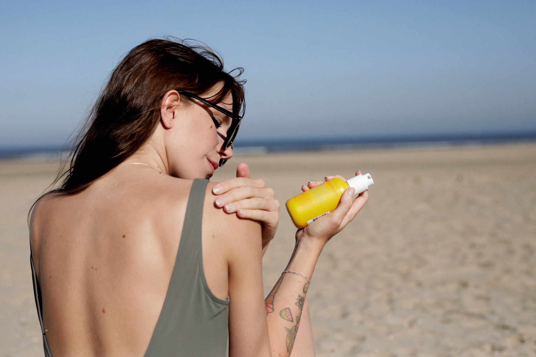 beauty at the beach lemon biotherm sun waterlovers suncare skincare sunblock beachlife beachvacation diptyque skincare eos crystal lip balm bikini swimwear beautyblogger beautybloggers catsanddogsblog ricarda schernus beautyblogger düsseldorf catsdogs 3