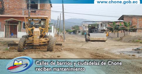 Calles de barrios y ciudadelas de Chone reciben mantenimiento