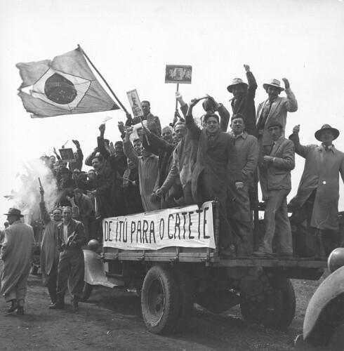 População em campanha em apoio a Getúlio Vargas