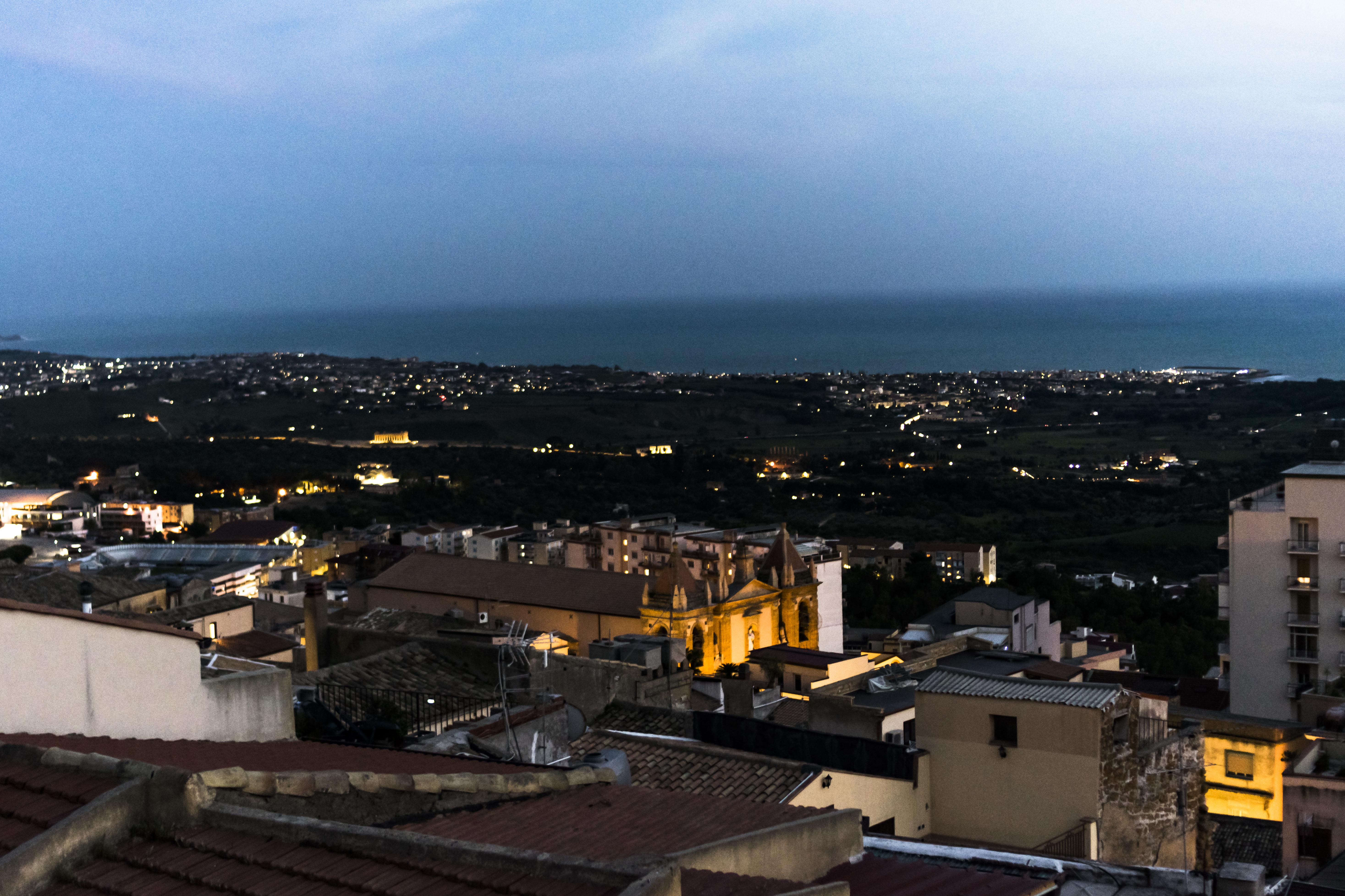 Vista serale sulla Valle dei Templi dalla Casuzza di Girgenti