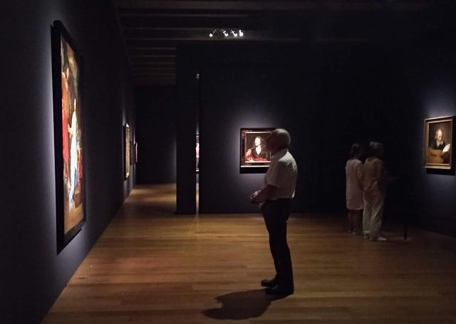 Visitante admirando una obra  - 28386449637 fb6bb35900 z - Mujeres del Barroco: la misteriosa Michaelina.