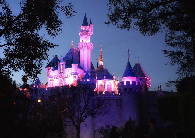 Nighttime comes to Disneyland 🏰