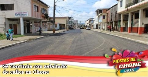Se continúa con asfaltado de calles en Chone