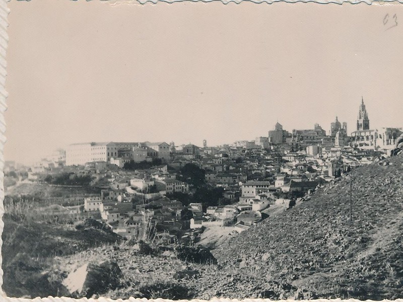 Toledo y el cerro del Bú hacia 1963. Fotografía de Julián C.T.