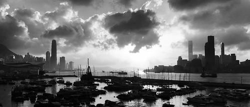 hongkong victoriaharbour monochrome blackandwhite evening sunset landscape panorama iphone backlight noir