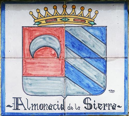 Almonacid de la Sierra escudo en ceramica vino denominacion de origen protegida (D.O.P.) de Cariñena Zaragoza