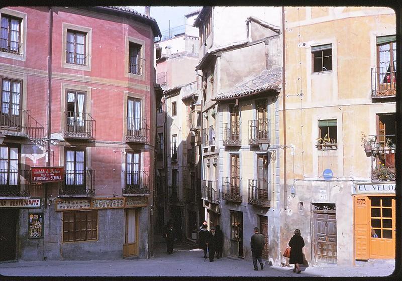 Plaza de la Magdalena en Toledo en abril de 1963. Película Kodachrome. Donación de la familia Burgos.