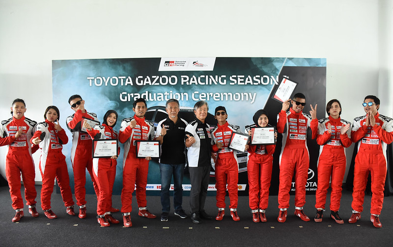 TGR Grad _ Grp photo all celebrities in Season 2 _ Teikichi Ishibashi (TRD Asia) and Takeyama (UMWT) on centre right