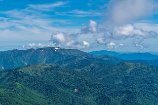 平ヶ岳の右奥に浅草岳@至仏山