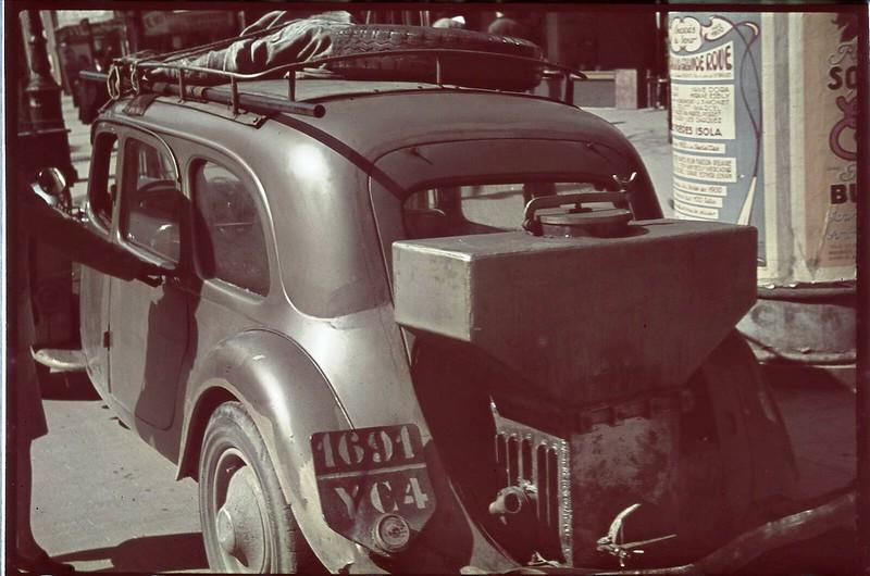 Париж под пятой оккупантов на фотографиях Андре Зукка. Часть 10. 1942. Париж, когда там война-5