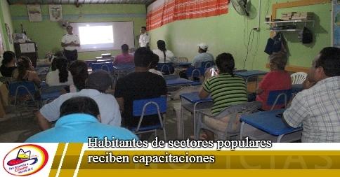 Habitantes de sectores populares reciben capacitaciones