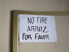 Please don't throw rice: sign at Templo de Santa María de Gracia, Guadalajara, Mexico