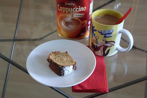 Cappuccino Schoko zu glutenfreiem Möhren-Mandel-Kuchen