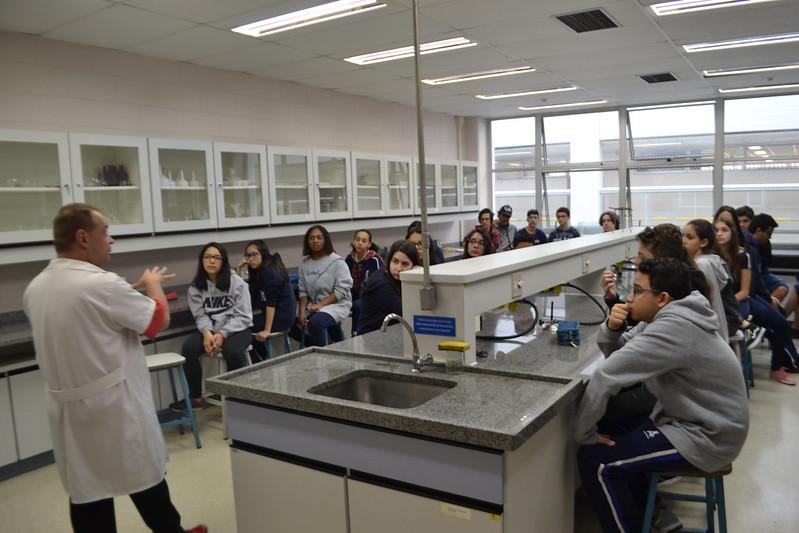 Aula prática de Química - conteúdo do Ensino Médio com alunos do 9º ano - 2018