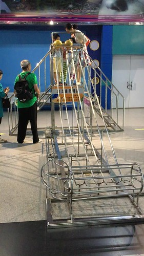 Three ball gravity race at the Tianjin Museum of Science and technology