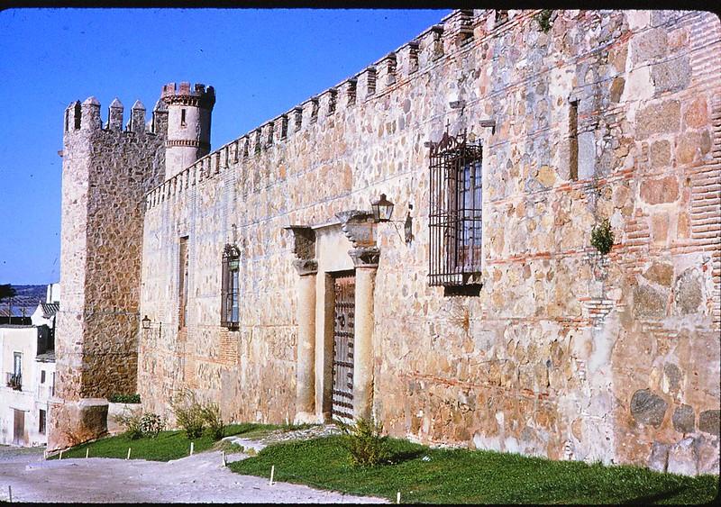 Palacio de los Condes de Maqueda en Toledo en abril de 1963. Película Kodachrome. Donación de la familia Burgos.
