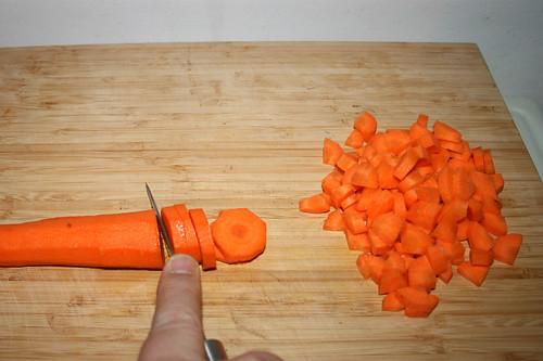 22 - Möhren zerkleinern / Chop carrots