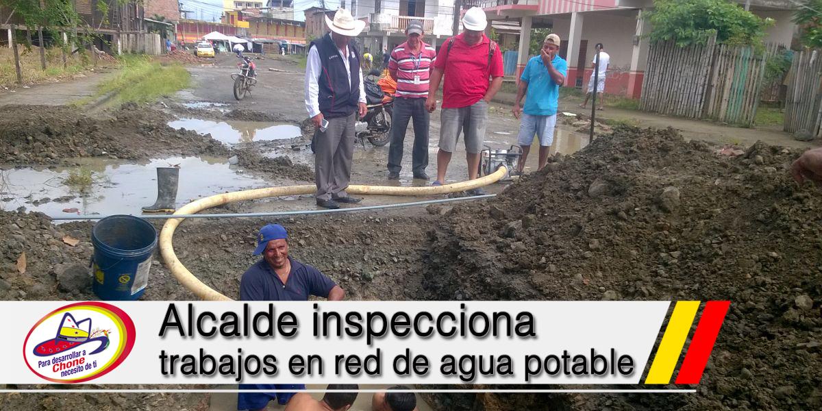 Alcalde inspecciona trabajos en red de agua potable