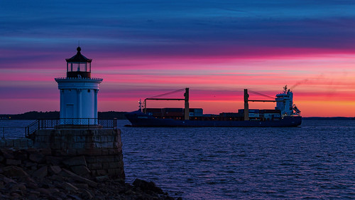 portland harbor sunrise maine southportland buglight civiltwilight autumn bluehour goldenhour rpg90901 seascape seashore lighthouse ship containership canon 6d canonef70200mmf28lisiiusm canon70200f28lll color ocean sky buglightpark sea shore 2016 september 0621 dawn water clouds