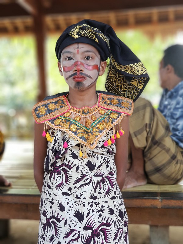 Anak suku adat sasak di Desa Sade, Lombok