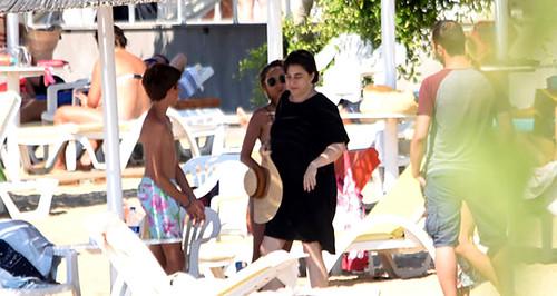 Esra Dermancıoğlu sevgilisiyle eski eşinin yazlığında tatil yaptı