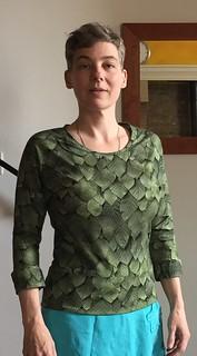 sewing tricot top selfdrafted pattern aangeknipte mouwen. Past precies uit 1 m stof, dankzij de brede heupband die mijn sway back goed staat.