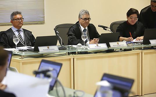 Des.-Romulo-Nunes--na-presidencia-da-sessao