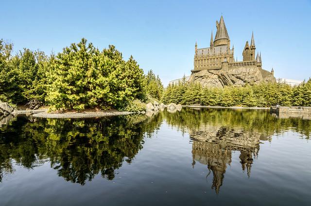 Hogwarts lake reflection USJ
