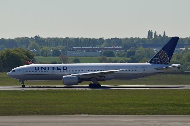 United Airlines N227UA Boeing 777-222ER cn/30555-381