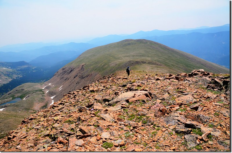 The hike to Breckenridge Peak adds 1.8 miles and 550' of total climbing from Mt Flora