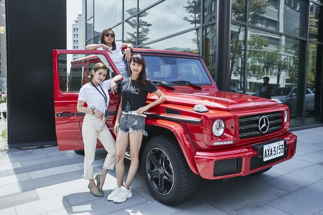 「台灣首席女DJ」DJ Cookie(圖上)、知名時尚部落客唐葳(圖左),以及台灣知名女賽車手沈慧蘭(圖右)出席She's Mercedes活動,並鼓舞更多女性勇敢追求夢想。