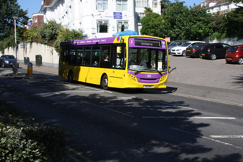 Yellow Buses 521 YX12AEF