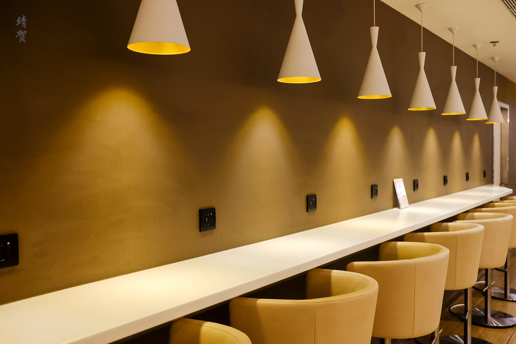 Wall edge seating with power plugs