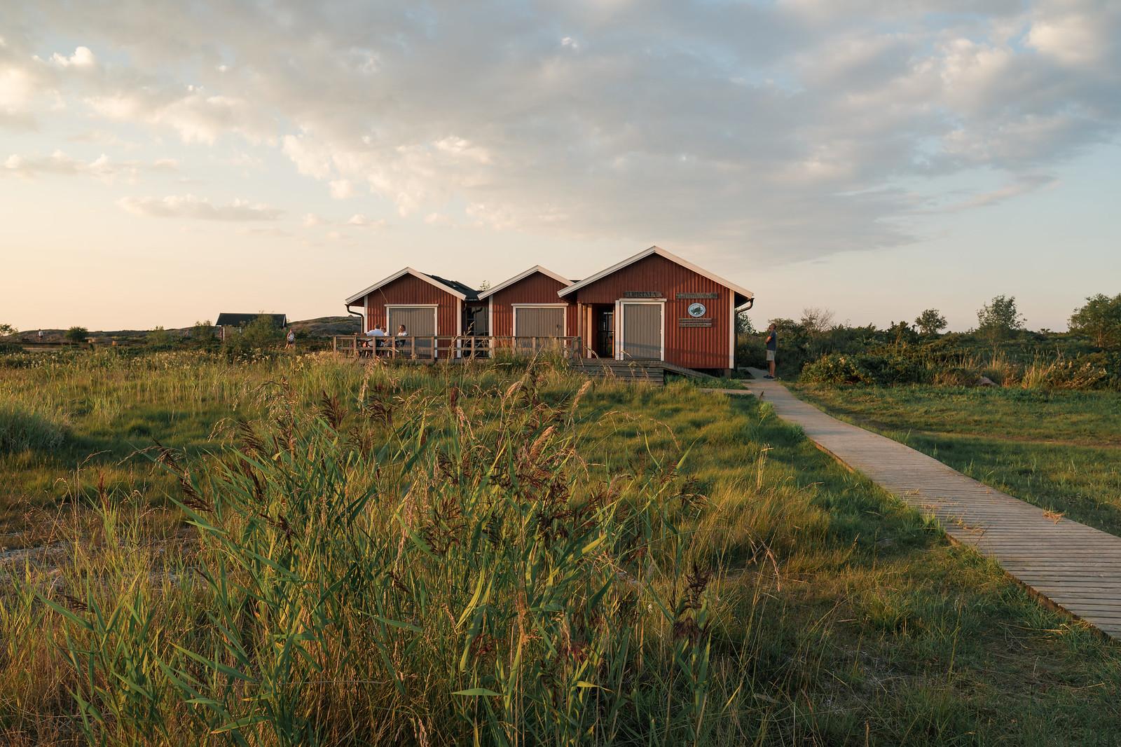 Punaiset rakennukset luovat oman tunnelmansa saaristoon