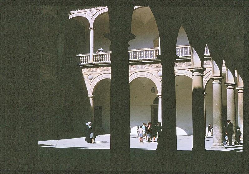 Hospital Tavera de Toledo en abril de 1963. Película Kodachrome. Donación de la familia Burgos.