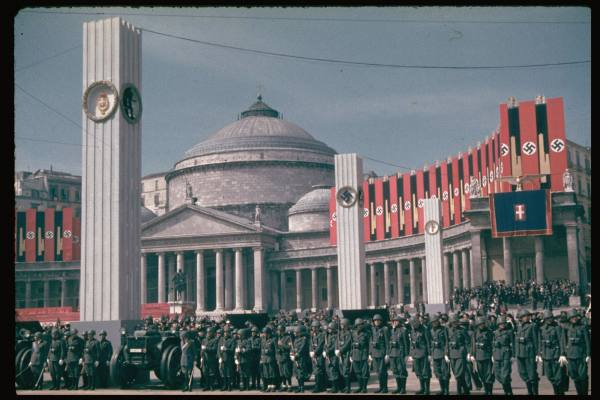 Piazza_Plebiscito_-_visita_di_Hitler_a_Napoli_nel_1938