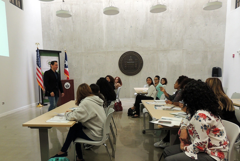 Estudiantes de la UPR visitan la OSL